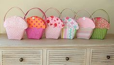 little cupcake totes. oh, after the muffin peg bags I had the same idea, but seems someone already had it