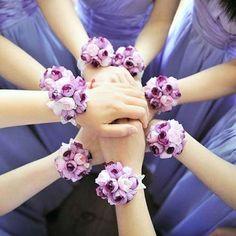 Complementos de novia: fotos pulseras con flores para novia y damas de honor (16/20) | Ellahoy