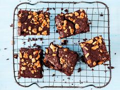 Divine chocolate black bean brownies from Hemsley and Hemsley. This gluten free brownie recipe is sweetened with maple syrup and studded with chopped walnuts. Black Bean Brownies, Chocolate Brownies, Paleo Brownies, Gluten Free Baking, Healthy Baking, Healthy Food, Healthy Deserts, Healthy Recipes, Healthy Sweets