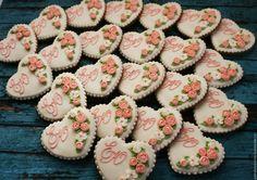 Купить Пряники-подарки гостям на свадьбу. - белый, красный, алый, алые розы, расписные пряники