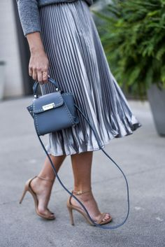 Metallic pleated midi skirt + Giveaway - Flaunt and Center Nyc Fashion, Urban Fashion, Look Fashion, Daily Fashion, Winter Fashion, Womens Fashion, Fashion Trends, Fashion Bloggers, Fashion Inspiration