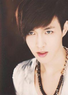 EXO - Lay (I really really like this photo of him !! He's looks so good ;) )