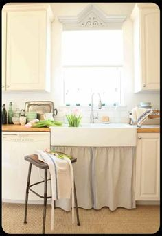 The Old Painted Cottage, Feb. 2012 COTM is the frenchlarkspur cottage Illinois home. Such a Welcoming kitchen.
