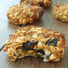 CIASTECZKA OWSIANE Z JABŁKAMI I SUSZONYMI ŚLIWKAMI Diet Recipes, Snack Recipes, Cooking Recipes, Healthy Recipes, Recipies, Sweet Little Things, Polish Recipes, Oatmeal Recipes, Healthy Snacks