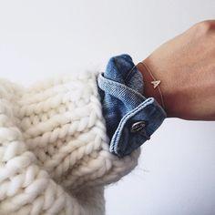 Cet automne, on pense à superposer gros gilet, veste en jean et très fin…