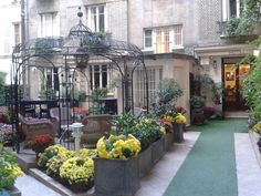 Hotel Nicolo, www.hotel-nicolo.upps.eu, Hotel Nicolo befindet sich im schicken 16. Pariser Arrondissement, im Herzen der Stadt, ein wahres Konzentrat von Komfort und Ruhe. Die Atmosphäre des Hotels ist warm und ruhig, wo Sie sich schnell zu Hause fühlen werden. Unser Hotel mit seinem Garten und einer gemütlichen Lounge verspricht denkwürdige Momente der Ruhe, besonders spürbar nach einem Tag in Paris.