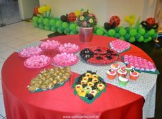 Festa Infantil - Joaninhas no Jardim, mesa de doces 2 http://www.suelicoelho.com.br/2012/03/festa-infantil-joaninhas-no-jardim-da.html