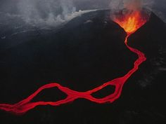 Lava spews out of a fissure in the Virunga mountains in the Democratic Republic of the Congo. The Vi. - Photograph by Chris Johns Mount Nyiragongo, East African Rift, Volcano Pictures, Volcan Eruption, Naruto, Rift Valley, Sea Level Rise, Plate Tectonics, Lava Flow