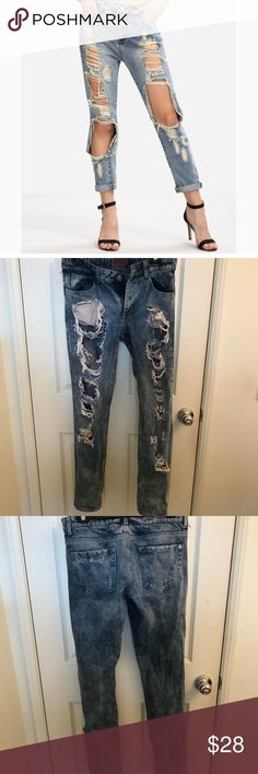 😘👖EUC Sexy and Cute Distressed Jeans 4pockets, Front distressed, Approximately 33 x 41. They are pre-loved my daughter purchased from Forever 21. 21men Jeans