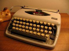 Vintage Schreibmaschine Triumph Tippa 1950er Made in Germany.Büroausstattung
