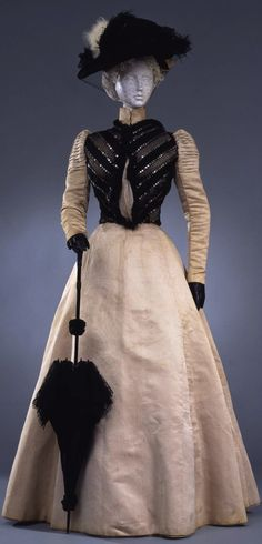 Dress in two parts (bodice and skirt), by Sartoria Emma Paoletti, Florence, c. 1898, at the Pitti Palace Costume Gallery. Via Europeana Fashion. CLICK THROUGH FOR LARGER, HI-RES IMAGE.