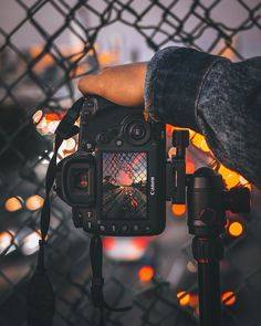Necessary Photography Gear Canon - Fotografie - Fotografia Landscape Photography Tips, Photography Gear, Creative Photography, Amazing Photography, Nature Photography, Photography Aesthetic, Art Photography Portrait, Photography Backdrops, Vintage Photography