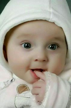 Cute Baby Boys Wallpapers HD Pictures One HD Wallpaper Pictures Cute Baby Boy Images Cute Little Baby, Baby Kind, Pretty Baby, Small Baby, Cute Baby Boy Photos, Baby Boy Pictures, Very Cute Baby Images, Dp Pictures, Cute Babies Photography