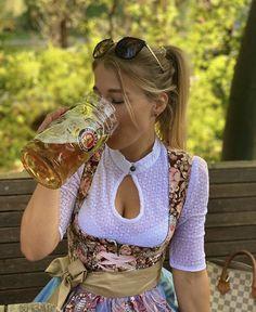 Oktoberfest Outfit, German Women, German Girls, Octoberfest Girls, Sexy Work Outfit, Drindl Dress, Curvy Celebrities, Beer Girl, Root Beer