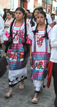 Two young women are wearing typical huipiles and skirts from Huautla de Jimenez in the Mazateca Alta region of Oaxaca Mexico Mexican Costume, Mexican Outfit, Mexican Dresses, Folk Costume, Costumes, Traditional Mexican Dress, Traditional Dresses, Mexican Fashion, Ethnic Fashion