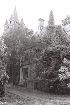 outstanding blog with photos of abandoned buildings in France.... so beautiful and so sad that they are deteriorating.