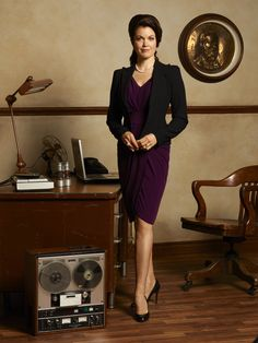 Scandal's costume designer, Lyn Paolo on Mellie's style. First Lady Fashion ''I really wanted Mellie [Bellamy Young] to look a little Jackie O.'' explains Paolo, who has outfitted the President's wife in Christian Dior, Escada, and Elie Tahari. ''To be fashion-forward, but still be true to the conservativeness of Washington and the fact that she's a Republican First Lady. Hence [wearing] pearls with everything, which [I think] is hysterical.''