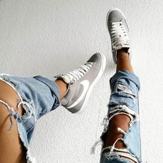 2014 cheap nike shoes for sale info collection off big discount.New nike roshe run,lebron james shoes,authentic jordans and nike foamposites 2014 online. Nike Shoes Cheap, Nike Free Shoes, Nike Shoes Outlet, Running Shoes Nike, Cheap Nike, Nike Free Outfit, Only Fashion, Look Fashion, Winter Fashion