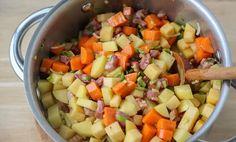 Rask lapskaus   Oppskrift   EXTRA Norwegian Food, Fruit Salad, Salsa, Bacon, Pork, Food And Drink, Cooking, Ethnic Recipes, Kale Stir Fry