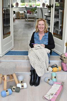 Kussen Isabell | Gratis haak en macramé patronen | Huisje van Katoen Twine, Lace Skirt, Baby Strollers, Diy And Crafts, Crochet Patterns, Quilts, Knitting, Cotton, Inspiration
