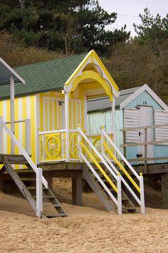 luv it! Beach Cottage Style, Coastal Style, Coastal Living, Cabana, Hut House, Beach Bungalows, Beach Gardens, Happy House, Beach Cottages