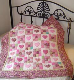 Traditional Amish design incorporating nine-patches and appliqued hearts - in pink for a little girl (Original Design) - website doet het niet (meer? Quilt Baby, Baby Quilt Patterns, Baby Girl Quilts, Girls Quilts, Amish Quilts, Scrappy Quilts, Quilting Projects, Quilting Designs, Quilt Design
