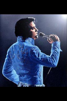 Love, love, love him in blue!! <3