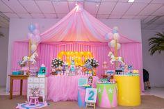 Decoração completa tema circo, aniversário circo para menina  Decoração: Taci Decor Carnival Themed Party, Carnival Birthday Parties, Carnival Themes, Birthday Party Themes, Carousel Party, Carousel Birthday, Circus Birthday, Girl Birthday Decorations, Baby Party