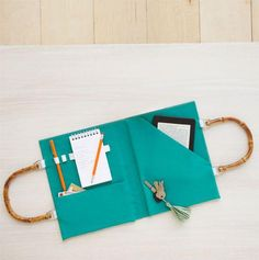 Make a portfolio perfect for stashing all your on-the-go necessities. #DIY