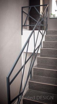Barierka metalowa nowoczesna Modern Stair Railing, Staircase Handrail, Modern Stairs, Railing Design, Staircase Design, Steel Balustrade, Modern Balcony, Laser Cut Panels, Blacksmith Projects