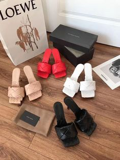 John Galliano, Talons Sexy, Tiffany Blue Nikes, Trendy Sandals, Salvatore Ferragamo, Nike Basketball Shoes, Jimmy Choo, Sneaker Heels, Girls Shoes