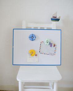 ドーナツ型にボタンやチャームをデコレーションして、マグネットに。/さわやか布 マリンモチーフで楽しむ夏雑貨(「はんど&はあと」2012年8月号)