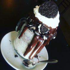 Milkshake de Oreo!! Os Originais #freakshakes você encontra aqui no @lepetitgourmetcg venha conferir o nosso cardápio  #lepetitgourmetcg #osoriginais #campogrande #cidademorena #matogrossodosul #milkshake #fingerfood #ateliegastronomico by lepetitgourmetcg