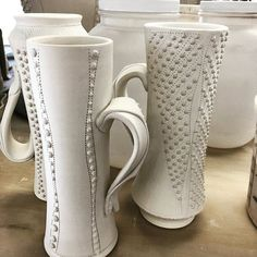 A little late but I promised a couple pics of the new mugs. Happy #humpwednesday #coloradopottery #cone6 #porcelain #bearswholoveart