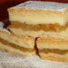 Placinta cu mere si budinca de vanilie este un desert fraged, aromat si bineinteles foarte gustos. Foile pufoase impreuna cu fructele usor