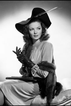 Gene Tierney- gorgeous fashion ♥ She was the star of the movie, 'Laura' ….a haunting movie and beautiful music. Gene Tierney- gorgeous fashion ♥ She was the star of the movie, 'Laura' ….a haunting movie and beautiful music. Vintage Hollywood, Old Hollywood Glamour, Golden Age Of Hollywood, Hollywood Stars, Classic Hollywood, Hollywood Room, Hollywood Makeup, Hollywood Homes, Hollywood Fashion