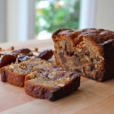Date Honey Nut Cake - A moist, dairy-free cake bursting with flavor. Kosher, Pareve, Dairy Free, and perfect for Rosh Hashanah or Sukkot. Bon Dessert, Dessert Bread, Bread Cake, Loaf Cake, Date Nut Cake Recipe, Honey Cake Recipe Jewish, Date Nut Bread, Cookie Recipes, Dessert Recipes