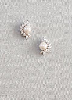 Pearl earring, bridal ear bead, crystal stud earrings, flower pearl stud earrings, fr … Source by ohrringebeste Moon Earrings, Pearl Stud Earrings, Pearl Studs, Pearl Jewelry, Crystal Earrings, Bridal Jewelry, Vintage Jewelry, Fine Jewelry, Earring Studs