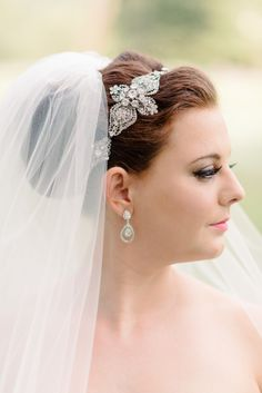 Headband and veil: http://www.stylemepretty.com/2014/10/24/classic-old-hollywood-glamour-at-highlands-country-club/ | Photography: Michelle Lange - http://www.loveandbemarried.com/
