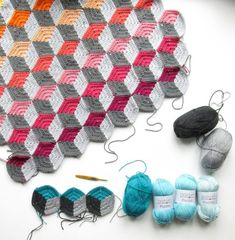 FREE geo-hexie crochet pattern by Emma Friedlander-Collins - an amazing geometric design that can be used on any number of interesting projects. Bag Crochet, Crochet Amigurumi, Crochet Quilt, Crochet Blocks, Crochet Blanket Patterns, Crochet Motif, Crochet Crafts, Crochet Stitches, Crochet Projects