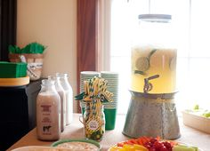 Love the lemonade idea to bring out the green and yellow..