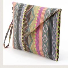 Aztec tribal necklace clutch bag Lovely print clutch Nwt retail Hwl boutique Bags Clutches & Wristlets