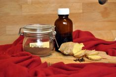 Das Ingweröl wirkt wärmend und wird in der Aromatherapie gegen Atemwegserkrankungen verwendet. Ich stelle es aus den resten des Inwers her. Candle Jars, Mason Jars, Candles, Mugs, Tableware, Blog, Life, Dinnerware, Tumblers