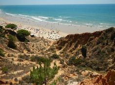 Falesia Beach in Albufeira, only 50km away from Faro, is one of the most beautiful beaches of the Algarve. Book your ticket to Faro from €119 return >> http://www.brusselsairlines.com/en-be/destinations/portugal/faro.aspx