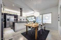 Tyylikäs keittiö Kitchen, Table, Furniture, Home Decor, Cooking, Decoration Home, Room Decor, Kitchens, Tables
