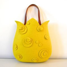 (this bag is made of Mary-Roh felt wool material. Bag is sold out on site, but looks like one could be made of felt for young girls easily enough. Sacs Tote Bags, Reusable Tote Bags, Bag Quilt, Felt Purse, Quilted Bag, Fabric Bags, Felt Art, Handmade Bags, Beautiful Bags