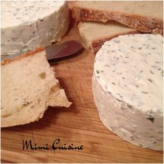 boursin3 How To Make Cheese, Charcuterie, Camembert Cheese, Entrees, Biscuits, Buffet, Feta, Spices, Food And Drink