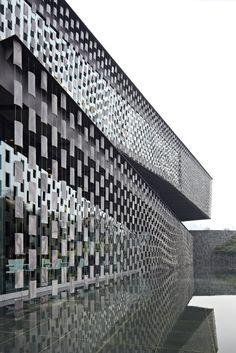 Cheng du, China Xinjin Zhi Museum Kengo Kuma & Associates ☮k☮ 隈研吾 Kengo Kuma, Facade Architecture, Contemporary Architecture, Amazing Architecture, Modern Contemporary, Building Skin, Building Facade, Chengdu, Facade Design