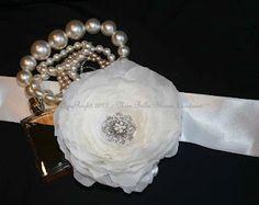 Bella Bllooms from Australia has a great range of accessories www.bellasblooms.com.au