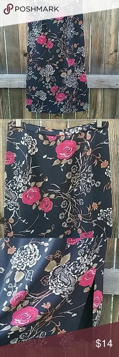"""Pendleton long skirt sz 8 black floral..z Classic skirt with side slit for comfort. Fully lined Size is 8 Petite Waist 27"""" Ling 32"""" Pendleton Skirts Maxi"""